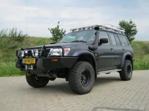Nissan Patrol met ARB lierbumper, OME veerpakket