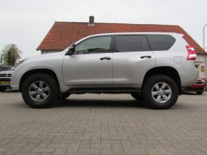 Toyota Landcruiser 150 met Warn Zeon lier BF Goodrich banden TJM verhoogd veerpakket en ARB Outback ladesysteem