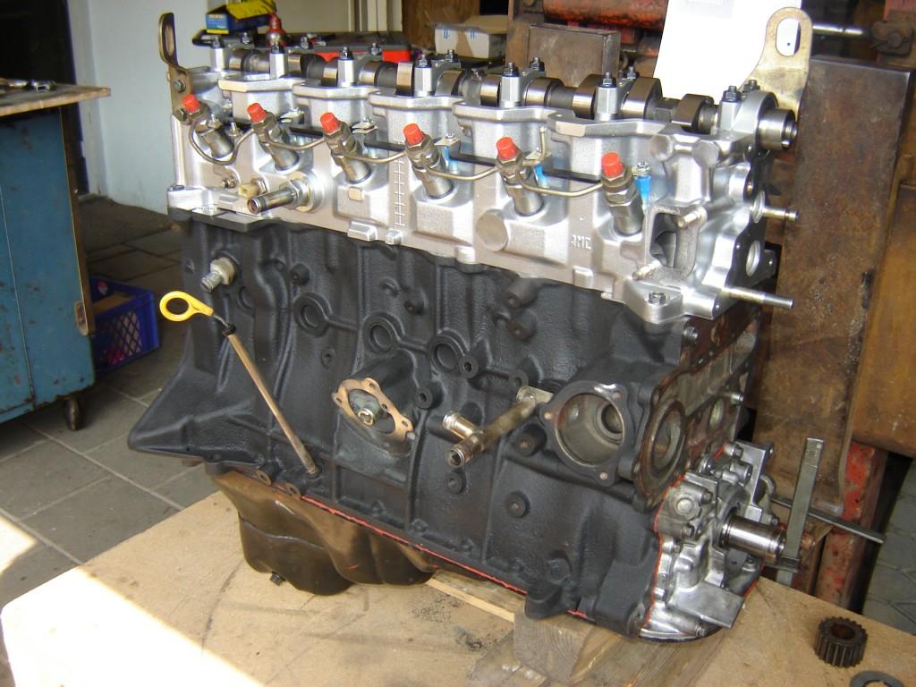 Revisieblok Nissan Patrol in opbouw