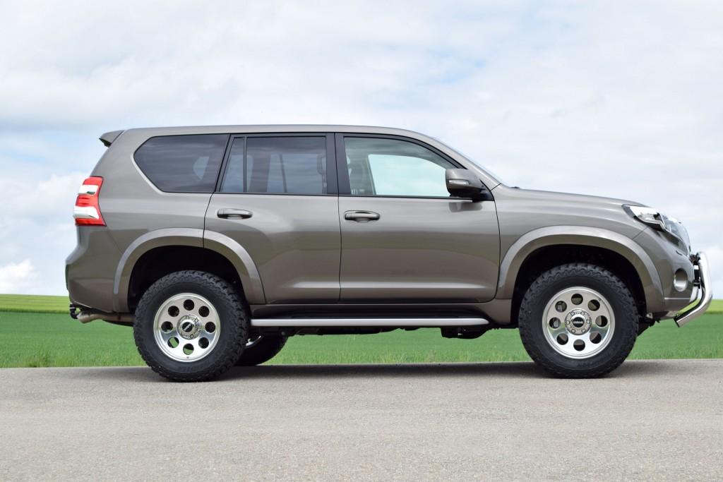 ToyotaLC150_Side_Legacy_18x9_305_60_Bodyliftkit